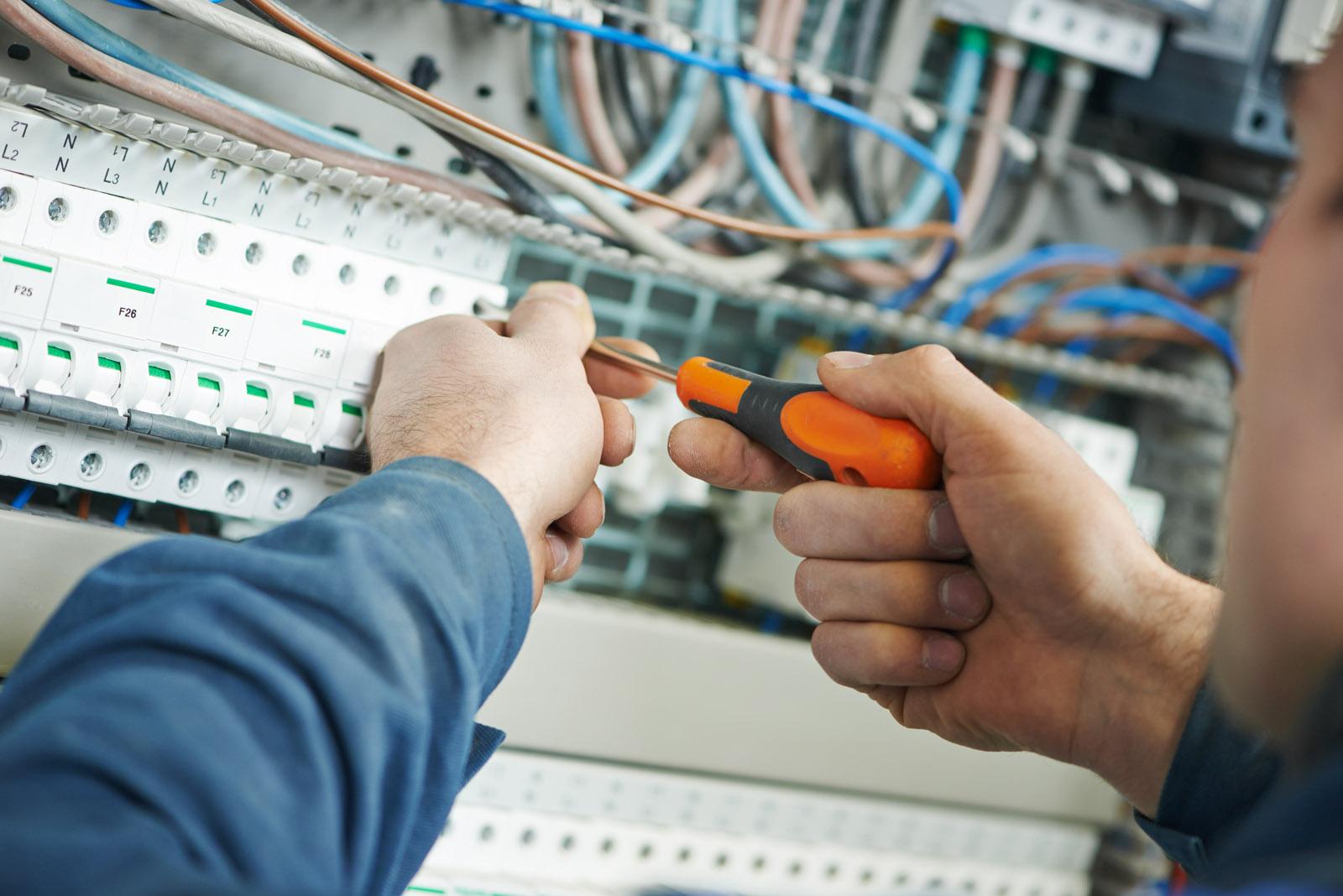 przemysłowe instalacje elektryczne